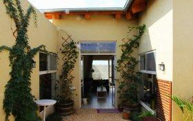 חצר פנימית בית בגבעת עדה